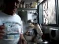 Старик угощает колибри