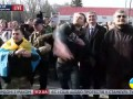 """Скандируя """"Путин, это в тебя летят тухлые яйца"""", активисты забросали яйцами посольство РФ"""
