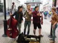 "Наша коллега Диляра Умарова спела хит нулевых ""Такого, как Путин"" на улице Баумана!"