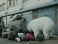 Бездомный белый медведь на улицах Лондона (A Homeless Polar Bear in London - Ft. Jude Law and Radioh
