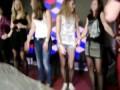 Первокурсница из Барнаула оголила грудь