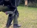 Стрельба и перезарядка одной рукой