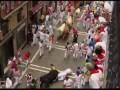 Бег с быками на празднике Святого Фермина в Памплоне ...