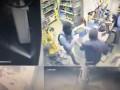 Охранник АЗС отбился от вооруженных грабителей