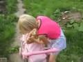 Этот котик смирился с ролью ляльки
