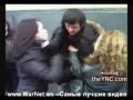 Девушки избивают парня