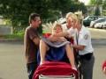 Выпрыгнувший младенец! - Pregnant Lady Pops Out Baby!