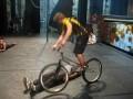 Ошеломляющий трюк на велосипеде