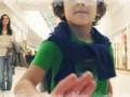 Волшебная машина дарит подарки детям