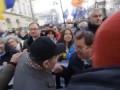 """Участника акции """"Марша памяти"""" Немцова, не считающего Бандеру героем, бьют оппозиционеры"""