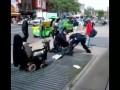 Полицейские и бездомный инвалид. США