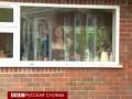 Англия: огромная яма поглотила машину
