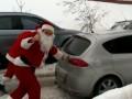 Санта толкает своего оленя