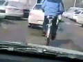 Велосипедист в пробке