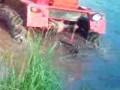 Трактор в пруду
