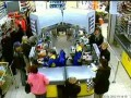 В пинском магазине продавцу надевают ведро на голову