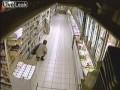 Насрала в магазине
