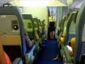 Девичье отсутствие культуры в самолёте