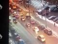 Камера зафиксировала, как лихачит водитель -Мерседеса-, сбившего насмерть человека в Москве