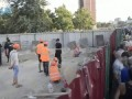 """LB.ua: """"Війна"""" за паркан на Маяковського, 4 - вогнегасники, каміння і сльозогінний газ"""