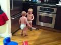 Близнецы общаются
