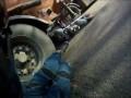 Мотоциклист снял свой полет под грузовик