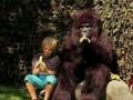 Говорила им горилла, приговаривала... (Hungry Gorilla Attack Prank)