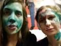 Толоконникову и Алехину облили зеленкой