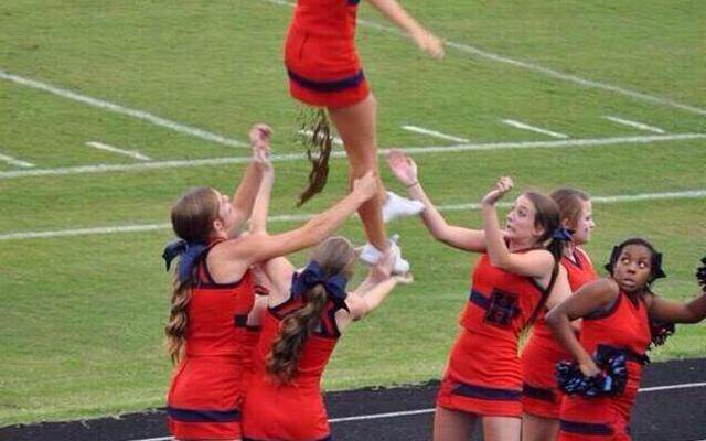 cheerleader-pooping-mid-air-main-640x400